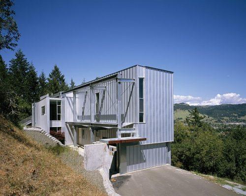 Metallic-facade-of-residence-for-a-sculptor